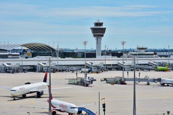 Aerodrom Minhen kontrolni toranj i pista