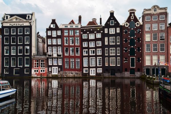 Avio karte Beograd Amsterdam panorama krive zgrade na kanalu