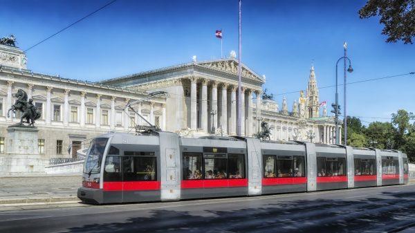 Beč javni saobraćaj - tramvaj na ulici