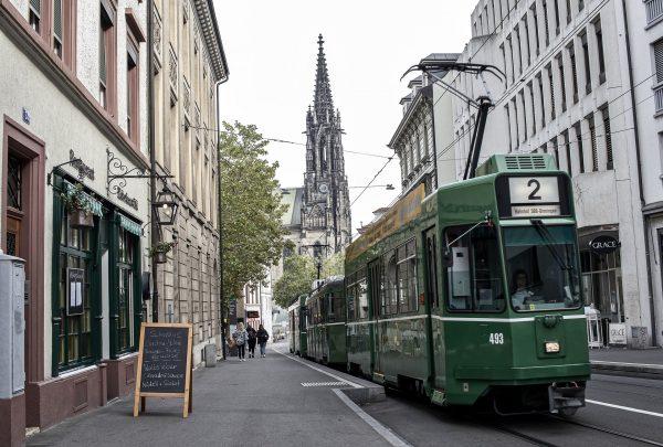 Avio karte Beograd Bazel tramvaj na ulici