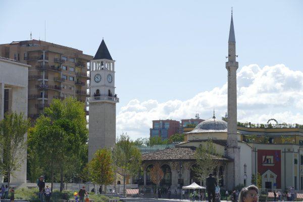 Avio karte Beograd Tirana sat kula i dzamija
