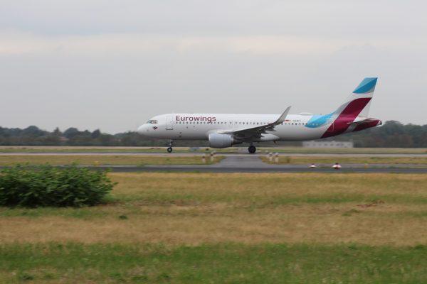 Eurowings avion u sletanju u Disedorf