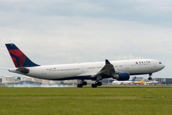 Delta Airlines avion poletanje